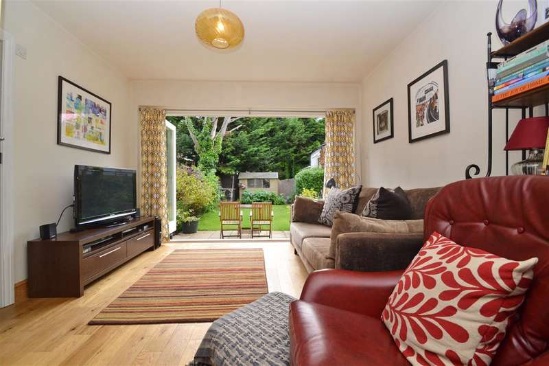 2 Bedrooms Maisonette Flat for sale in Durnsford Road, London