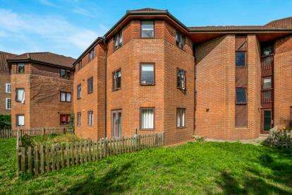 2 Bedrooms Flat for sale in Frances Greeves House, Off College Park Drive, Westbury On Trym, Bristol