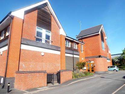 2 Bedrooms Flat for sale in Berkeley Court, Berkeley Way, Worcester, Worcestershire