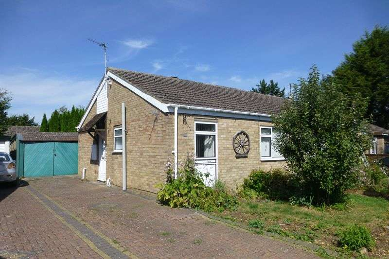 2 Bedrooms Semi Detached Bungalow for sale in Lawrence Way, Bicester