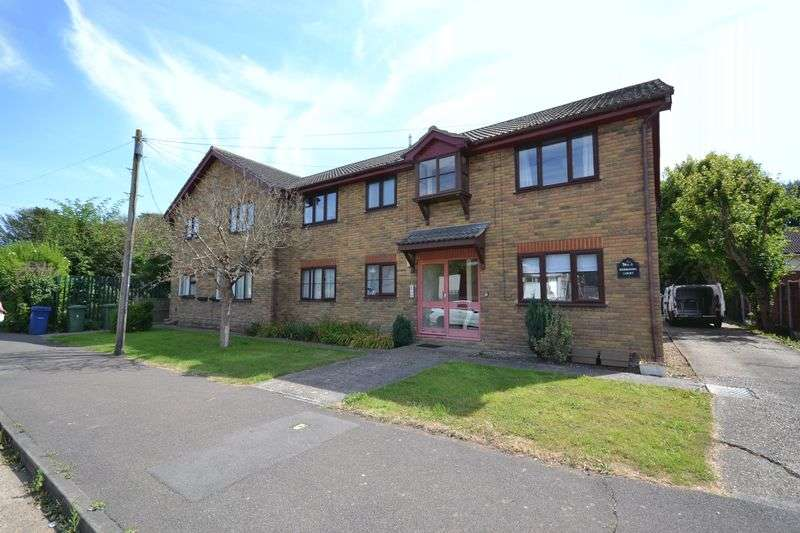 1 Bedroom Flat for sale in Lower Crescent, Stanford-Le-Hope