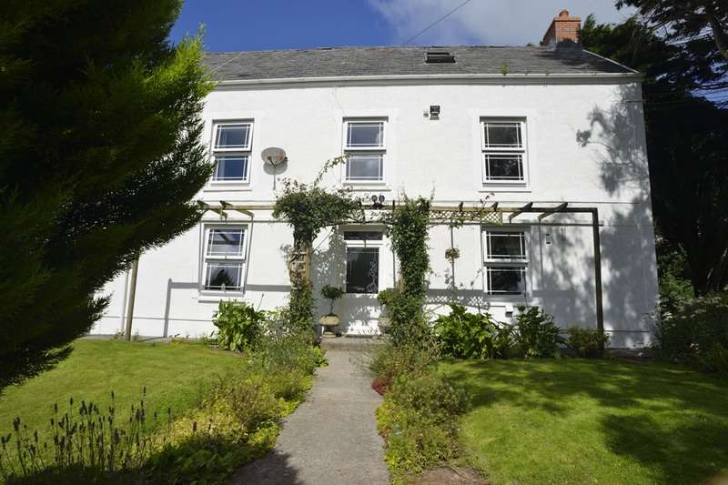 4 Bedrooms Detached House for sale in Broadway, Ferry side, Carmarthenshire, SA17