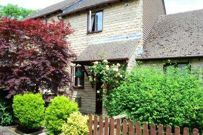 2 Bedrooms Terraced House for sale in Station Meadow, Bourton-On-The-Water, Cheltenham, Gloucestershire