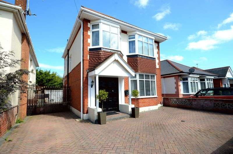 3 Bedrooms Detached House for sale in Huntfield Road, Bournemouth
