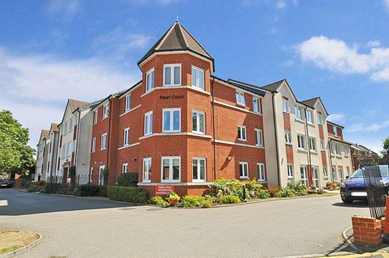 1 Bedroom Retirement Property for sale in Pearl Court, Aylesbury, HP21 7BY