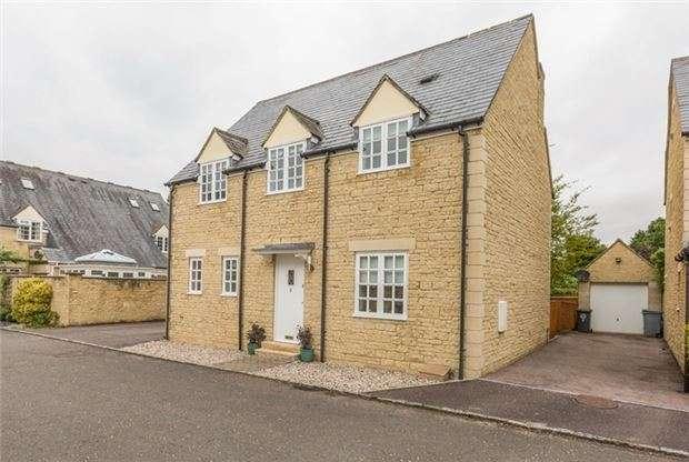 3 Bedrooms Detached House for sale in Chalcroft Close, DUCKLINGTON