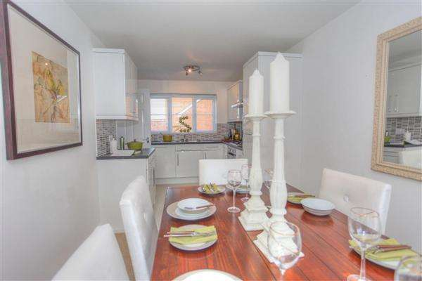 4 Bedrooms Detached House for sale in Royal Wootton Bassett, Swindon