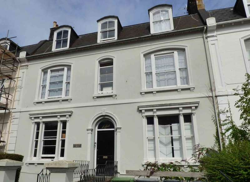 2 Bedrooms Flat for sale in Kents Road, Wellswood