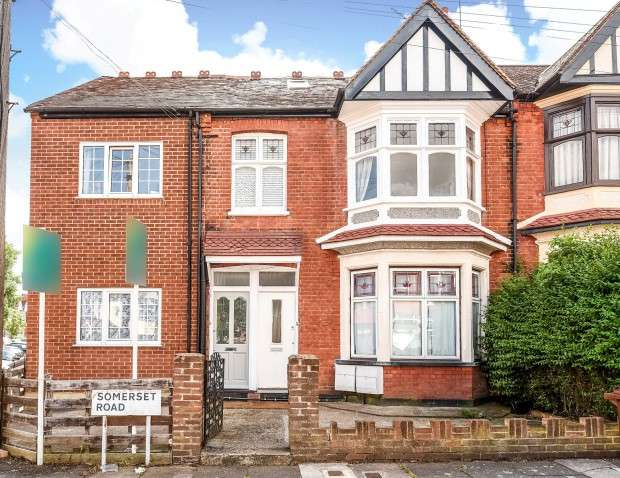 2 Bedrooms Flat for sale in Somerset Road, Harrow, HA1