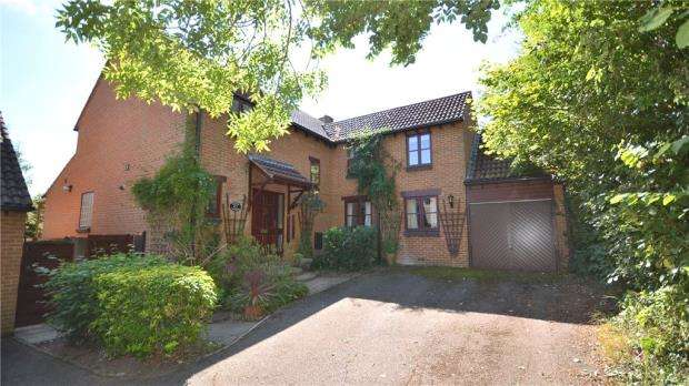 4 Bedrooms Detached House for sale in Goughs Lane, Bracknell, Berkshire