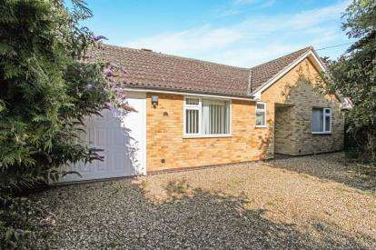 4 Bedrooms Bungalow for sale in Belper Close, Oadby, Leicester, Leicestershire