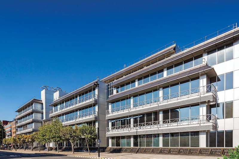 1 Bedroom Flat for sale in Trinity Square, Hounslow, TW3