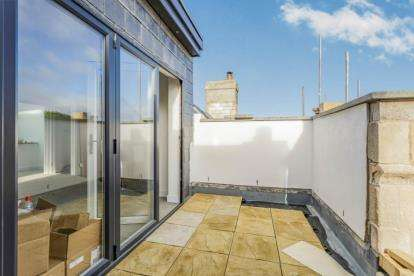 3 Bedrooms Flat for sale in 14 Victoria Road South, Southsea, Hampshire