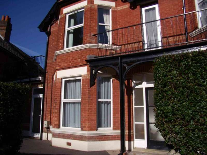 Flat for rent in Rushton Crescent, Bournemouth