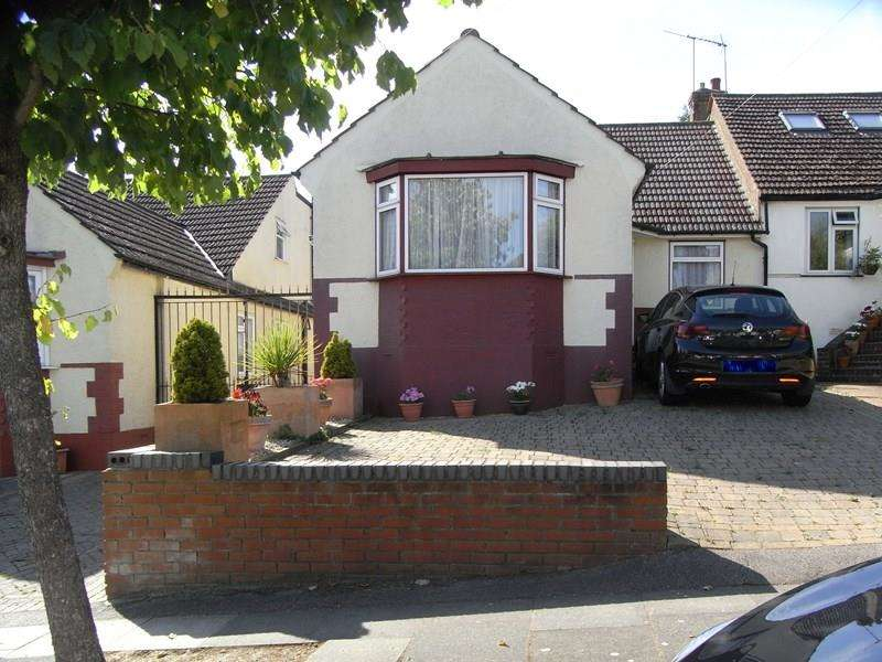 3 Bedrooms Semi Detached Bungalow for sale in Milton Avenue, Barnet