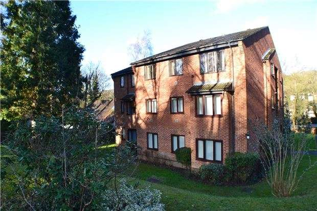 2 Bedrooms Flat for sale in Bader Close, KENLEY, Surrey, CR8 5DQ
