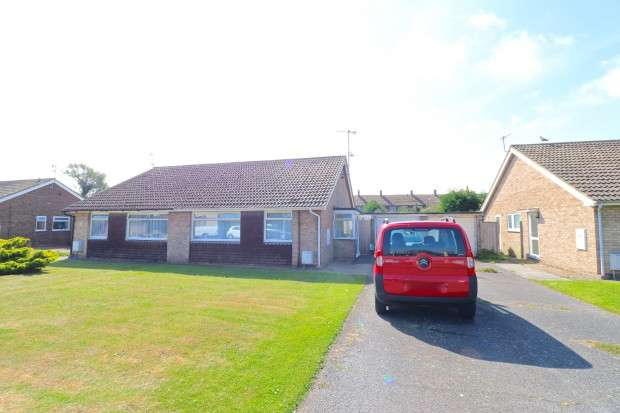 2 Bedrooms Bungalow for sale in Barrie Close, Eastbourne, BN23