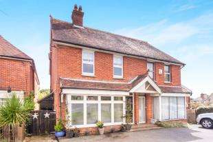 3 Bedrooms Semi Detached House for sale in West View, High Street, Horam, Heathfield