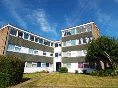3 Bedrooms Flat for sale in Kenilworth Court, Kenilworth Road, Wigston, Leicestershire