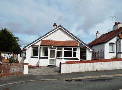 2 Bedrooms Bungalow for sale in Melyd Avenue, Prestatyn, Denbighshire, LL19