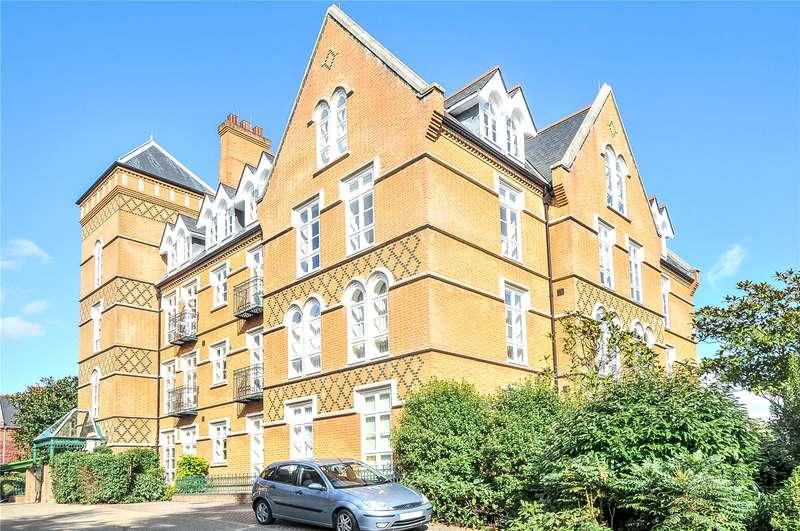 2 Bedrooms Flat for sale in Gillespie House, Holloway Drive, Virginia Water, Surrey, GU25
