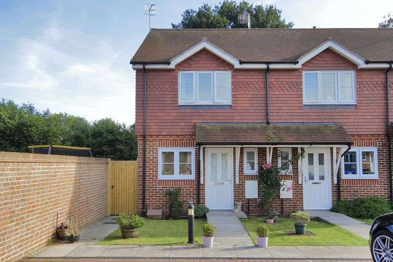 2 Bedrooms House for sale in Whitegate Close, Copthorne, West Sussex