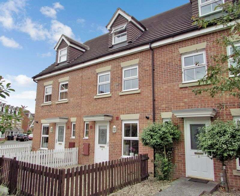 4 Bedrooms Terraced House for sale in Observer Drive, Thatcham
