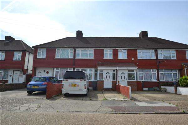 3 Bedrooms Terraced House for sale in Lansbury Avenue, Feltham