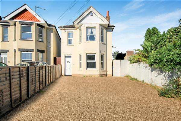 2 Bedrooms Flat for sale in Stewart Road, Charminster, Bournemouth