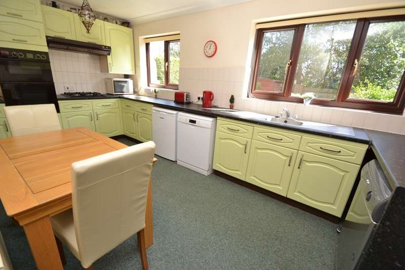 6 Bedrooms Detached House for sale in Talbot Village