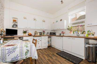 3 Bedrooms Bungalow for sale in Roseberry Avenue, Skegness, Lincolnshire, England