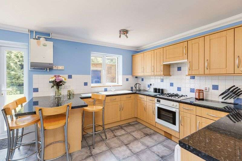 3 Bedrooms Terraced House for sale in Horsecroft, Banstead