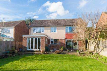 4 Bedrooms Detached House for sale in Homewood Avenue, Cuffley, Potters Bar, Hertfordshire