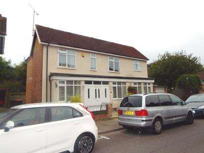 4 Bedrooms Detached House for sale in St. Peters Road, Dunstable, Bedfordshire