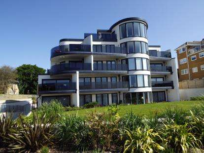 2 Bedrooms Flat for sale in Boscombe Manor, Bournemouth, Dorset
