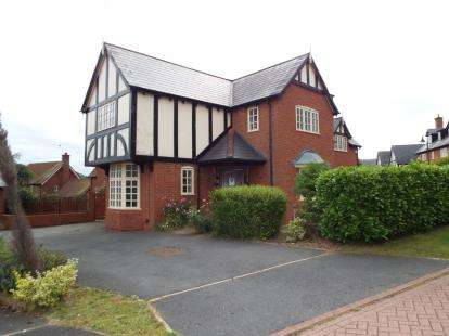 House for sale in Chiltern Close, Wychwood Park, Weston, Cheshire