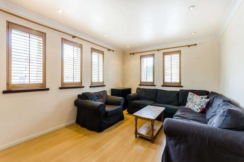 2 Bedrooms Flat for sale in Vaughan Way, Wapping, E1W