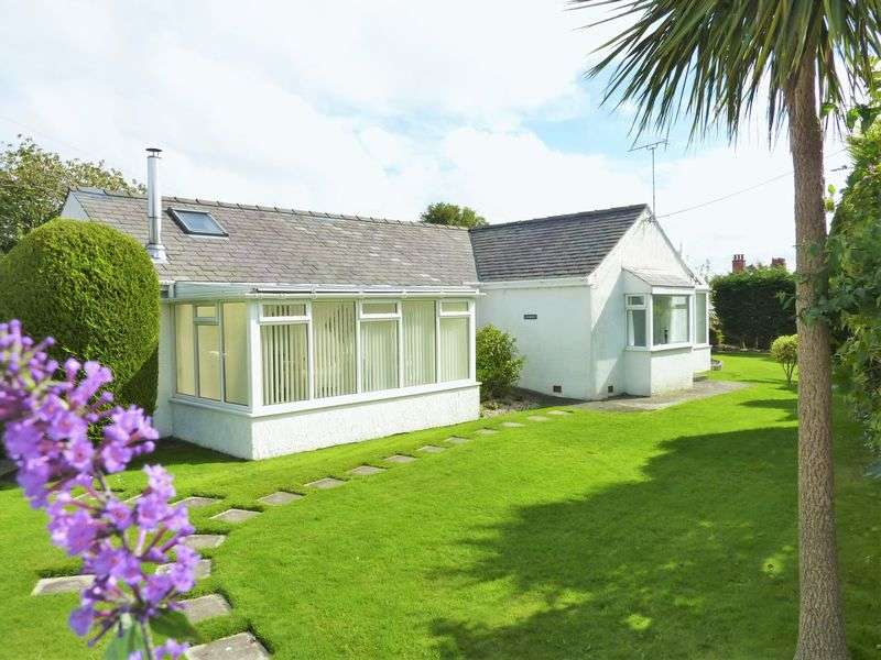 2 Bedrooms Property for sale in Moelfre, Anglesey