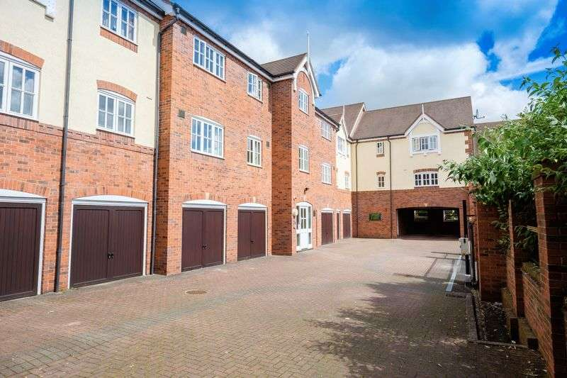 2 Bedrooms Flat for sale in Cygnet Close, Compton, Wolverhampton