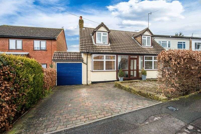 4 Bedrooms Detached House for sale in Newell Road, NASH MILLS BORDERS, HP3