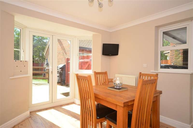 4 Bedrooms Link Detached House for sale in Curf Way, Burgess Hill, West Sussex