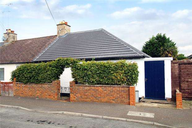 2 Bedrooms Semi Detached Bungalow for sale in Elm Grove Road, Littlehampton, West Sussex, BN17
