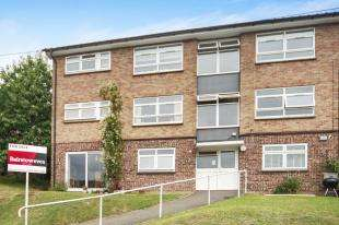 1 Bedroom Flat for sale in Edgeworth Close, Whyteleafe, Surrey