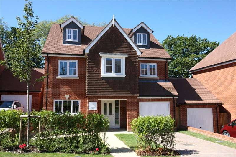4 Bedrooms Detached House for sale in The Croft, Foreman Road, Ash Green, Surrey, GU12