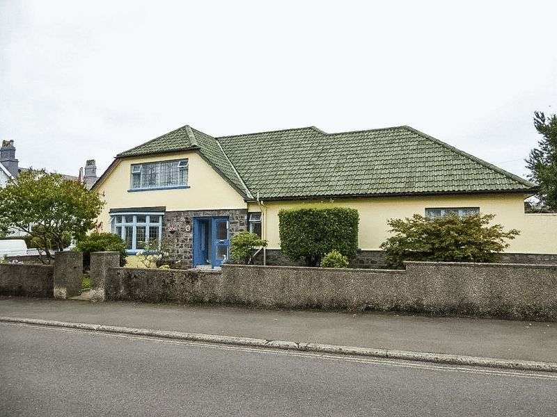 4 Bedrooms Detached Bungalow for sale in 33 Albany Road, Douglas