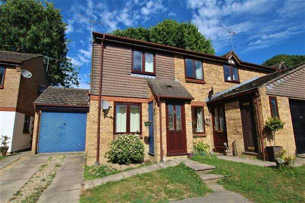 2 Bedrooms End Of Terrace House for sale in Dover Close, Horsham