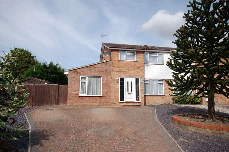 3 Bedrooms Semi Detached House for sale in Admirals Way, Thetford