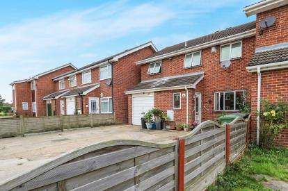 5 Bedrooms Link Detached House for sale in Attleborough, Norfolk
