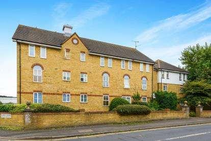 2 Bedrooms Flat for sale in London Road, Benfleet, Essex