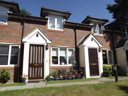 2 Bedrooms Terraced House for sale in Marlow Drive, Christchurch, Dorset